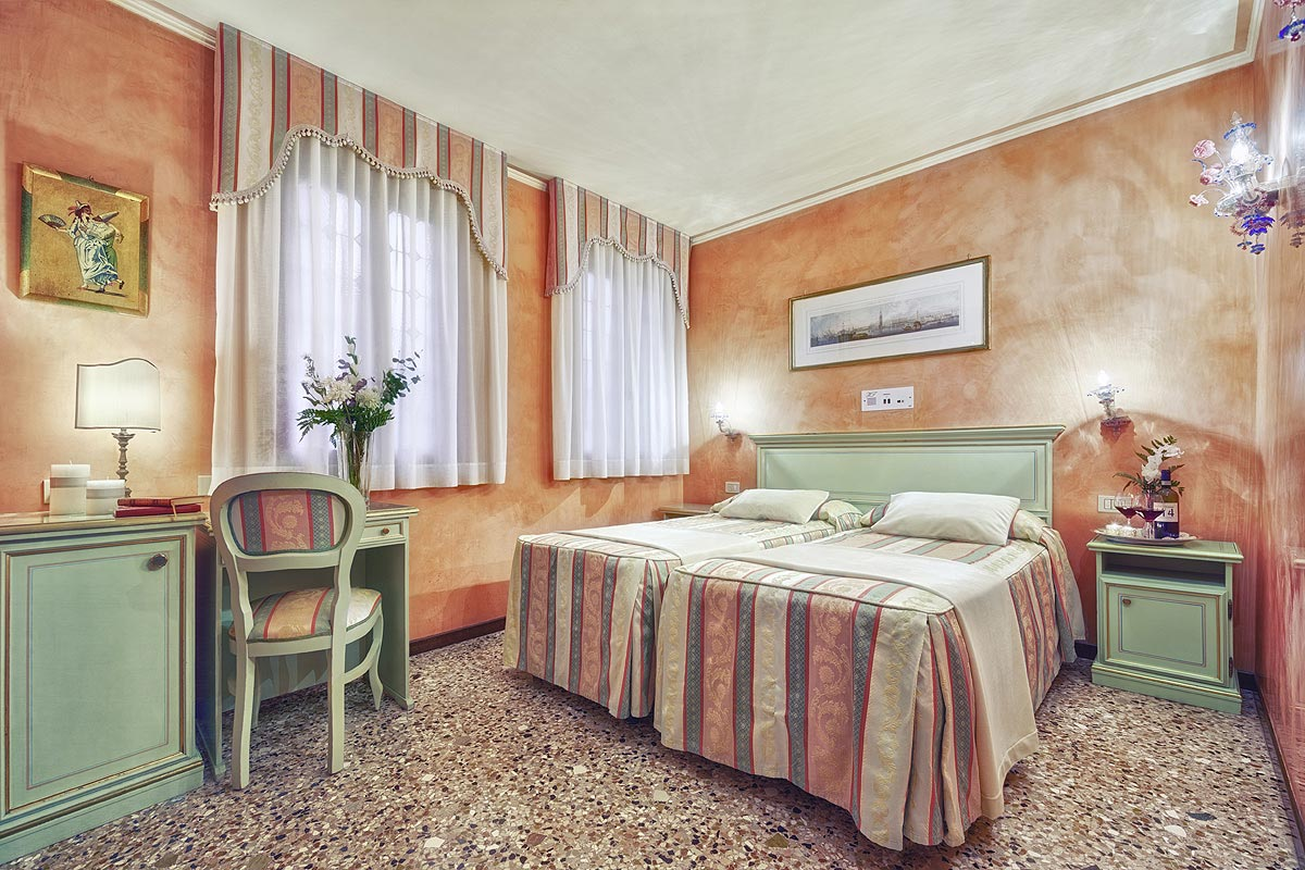 Hoteles En Venecia Hotel Albergo Firenze Venecia # Muebles Firenze